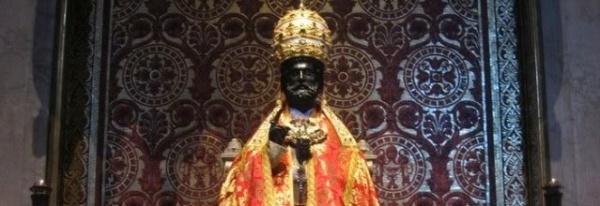 Papal-tiara-banner-st-peter